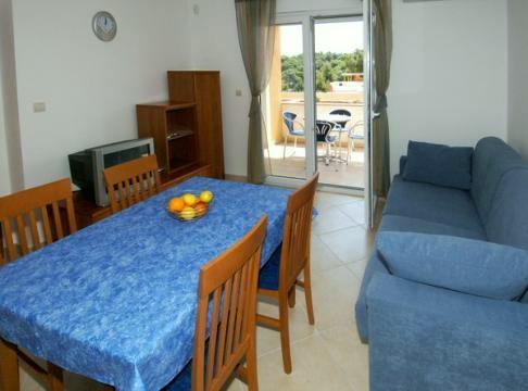 Premantura appartamenti flora for Costo aggiuntivo garage